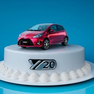 Paljon onnea vaan, Toyota Yaris! 🎂🎁🎈 Uskoisitko, että energinen ja ikinuori Yaris täyttää jo 20 vuotta? Juhlan kunniaksi esittelemme Yaris Y20 Edition -juhlamallin upeilla syntymäpäiväeduilla.